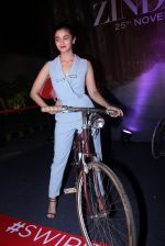Alia Bhatt at Tinder bash on 17th Nov 2016 (57)_582ea5985fbc4.JPG