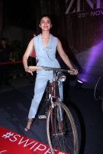 Alia Bhatt at Tinder bash on 17th Nov 2016 (58)_582ea599270b9.JPG