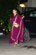 Alka Yagnik at Wedding reception of stylist Shaina Nath daughter of Rakesh Nath on 17th Nov 2016 (104)_582eab9e113c1.JPG