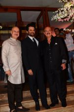 Anupam Kher, Anil Kapoor, Rakesh Roshan at Wedding reception of stylist Shaina Nath daughter of Rakesh Nath on 17th Nov 2016 (135)_582eace64c3db.JPG