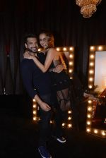 Anusha Dandekar, Karan Kundra at Koovs launch by Gauri and Nainika on 17th Nov 2016 (150)_582eaa2c0fc6e.JPG