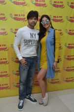 Himesh Reshammiya and Alankrita Sahai at Mirchi 98.3 studio on 17th Nov 2016 (2)_582eadc26c37e.JPG