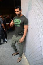 John Abraham at Force 2 photo shoot in Mumbai on 17th Nov 2016 (95)_582ea66467e61.JPG