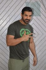 John Abraham at Force 2 photo shoot in Mumbai on 17th Nov 2016 (68)_582ea67b8a660.JPG