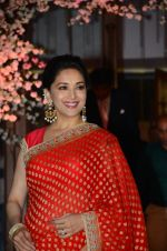 Madhuri Dixit at Wedding reception of stylist Shaina Nath daughter of Rakesh Nath on 17th Nov 2016 (102)_582eaca6134fc.JPG