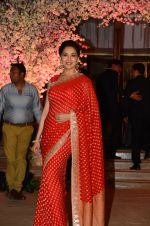 Madhuri Dixit at Wedding reception of stylist Shaina Nath daughter of Rakesh Nath on 17th Nov 2016 (112)_582eacab6da20.JPG