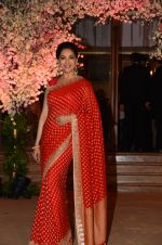 Madhuri Dixit at Wedding reception of stylist Shaina Nath daughter of Rakesh Nath on 17th Nov 2016 (116)_582eacadcb8d9.JPG