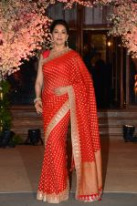 Madhuri Dixit at Wedding reception of stylist Shaina Nath daughter of Rakesh Nath on 17th Nov 2016 (99)_582eaca423a15.JPG