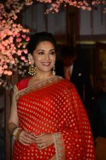 Madhuri Dixit at Wedding reception of stylist Shaina Nath daughter of Rakesh Nath on 17th Nov 2016 (103)_582eaca6c6581.JPG
