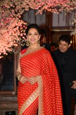Madhuri Dixit at Wedding reception of stylist Shaina Nath daughter of Rakesh Nath on 17th Nov 2016 (104)_582eaca761bc8.JPG