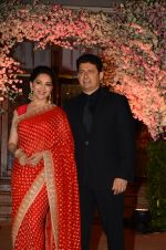 Madhuri Dixit, Sriram Nene at Wedding reception of stylist Shaina Nath daughter of Rakesh Nath on 17th Nov 2016 (85)_582eac7d1935e.JPG