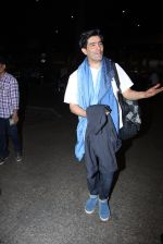 Manish Malhotra snapped at airport on 17th Nov 2016 (10)_582ea55472947.JPG