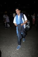 Manish Malhotra snapped at airport on 17th Nov 2016 (11)_582ea5551785b.JPG