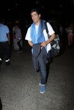 Manish Malhotra snapped at airport on 17th Nov 2016 (12)_582ea555aee00.JPG