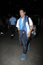 Manish Malhotra snapped at airport on 17th Nov 2016 (13)_582ea556a4974.JPG
