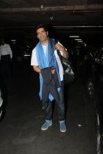 Manish Malhotra snapped at airport on 17th Nov 2016 (15)_582ea557caf10.JPG