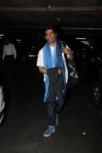 Manish Malhotra snapped at airport on 17th Nov 2016 (16)_582ea5586e952.JPG