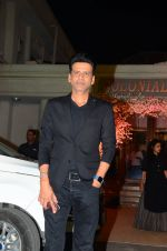 Manoj Bajpai at Wedding reception of stylist Shaina Nath daughter of Rakesh Nath on 17th Nov 2016 (48)_582eacbc8f43c.JPG