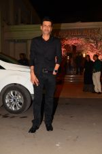 Manoj Bajpai at Wedding reception of stylist Shaina Nath daughter of Rakesh Nath on 17th Nov 2016 (49)_582eacbd69001.JPG