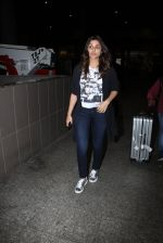 Parineeti Chopra snapped at airport on 17th Nov 2016 (22)_582ea5151e352.JPG