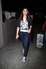 Parineeti Chopra snapped at airport on 17th Nov 2016 (24)_582ea5169e7ee.JPG