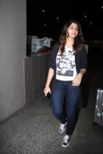 Parineeti Chopra snapped at airport on 17th Nov 2016 (25)_582ea517772e2.JPG