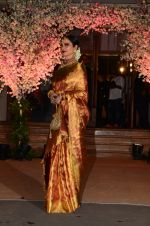 Rekha at Wedding reception of stylist Shaina Nath daughter of Rakesh Nath on 17th Nov 2016 (140)_582ead1390a42.JPG
