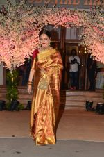 Rekha at Wedding reception of stylist Shaina Nath daughter of Rakesh Nath on 17th Nov 2016 (141)_582ead14297ed.JPG