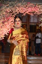 Rekha at Wedding reception of stylist Shaina Nath daughter of Rakesh Nath on 17th Nov 2016 (142)_582ead14c89d1.JPG