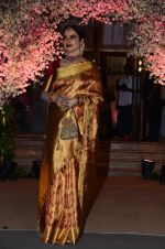 Rekha at Wedding reception of stylist Shaina Nath daughter of Rakesh Nath on 17th Nov 2016 (143)_582ead157265e.JPG