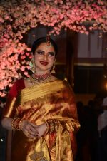 Rekha at Wedding reception of stylist Shaina Nath daughter of Rakesh Nath on 17th Nov 2016 (145)_582ead16ae01e.JPG