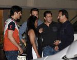 Salman Khan, Arpita Khan at Arpita Khan anniversary bash in Mumbai on 17th Nov 2016 (71)_582ea4b4d5e78.jpg