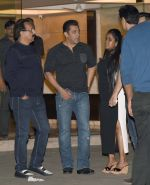Salman Khan, Arpita Khan at Arpita Khan anniversary bash in Mumbai on 17th Nov 2016 (69)_582ea4993998f.jpg
