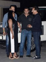 Salman Khan, Arpita Khan at Arpita Khan anniversary bash in Mumbai on 17th Nov 2016 (76)_582ea4a042f32.jpg