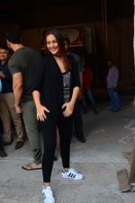 Sonakshi Sinha at Force 2 photo shoot in Mumbai on 17th Nov 2016 (43)_582ea6cfa27f4.JPG