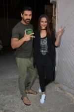 Sonakshi Sinha, John Abraham at Force 2 photo shoot in Mumbai on 17th Nov 2016 (62)_582ea6dc31afb.JPG