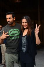 Sonakshi Sinha, John Abraham at Force 2 photo shoot in Mumbai on 17th Nov 2016 (80)_582ea6dd67eb1.JPG