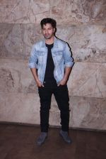Varun Dhawan at Force 2 screening in Lightbox on 17th Nov 2016 (10)_582ea75f3860c.JPG