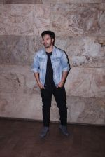 Varun Dhawan at Force 2 screening in Lightbox on 17th Nov 2016 (8)_582ea75deb308.JPG