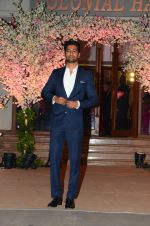 Vicky Kaushal at Wedding reception of stylist Shaina Nath daughter of Rakesh Nath on 17th Nov 2016 (50)_582ead5191ed8.JPG
