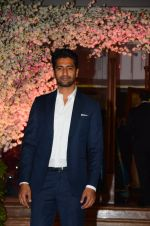 Vicky Kaushal at Wedding reception of stylist Shaina Nath daughter of Rakesh Nath on 17th Nov 2016 (52)_582ead52dbac4.JPG