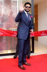 Abhishek Bachchan joins OMEGA in Delhi to celebrate the success of the World�s First Master Chronometer on 18th Nov 2016 (2)_58305f3124180.JPG