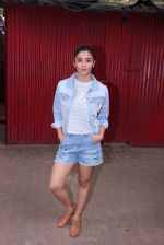 Alia Bhatt snapped in Mumbai on 18th Nov 2016 (10)_5830663820203.JPG