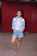 Alia Bhatt snapped in Mumbai on 18th Nov 2016 (11)_5830663960aaf.JPG
