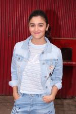Alia Bhatt snapped in Mumbai on 18th Nov 2016 (13)_58306639eb307.JPG