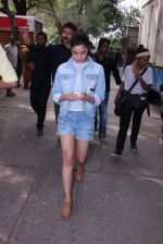 Alia Bhatt snapped in Mumbai on 18th Nov 2016 (21)_5830663f101a1.JPG