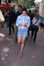 Alia Bhatt snapped in Mumbai on 18th Nov 2016 (23)_5830664033c51.JPG