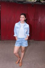 Alia Bhatt snapped in Mumbai on 18th Nov 2016 (7)_583066364af2a.JPG
