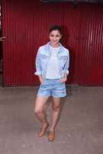 Alia Bhatt snapped in Mumbai on 18th Nov 2016 (2)_58306632e74b2.JPG