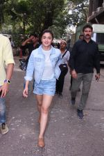 Alia Bhatt snapped in Mumbai on 18th Nov 2016 (26)_5830664222414.JPG